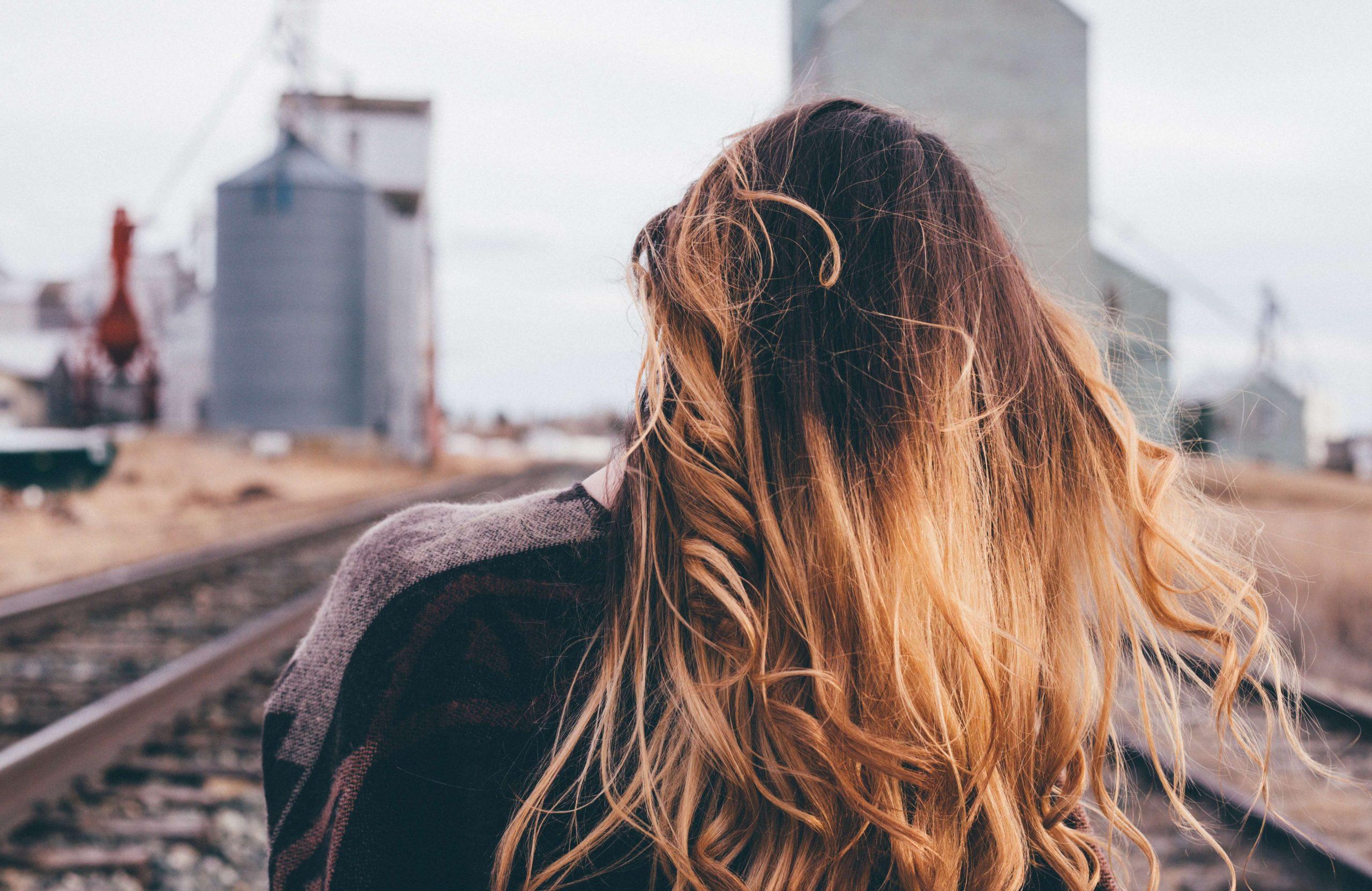 fille aux cheveux longs